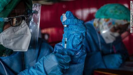 Čína otevírá své hranice cizincům, kteří pořizují čínské fotografie, se vznikem geopolitických sil pro vakcíny