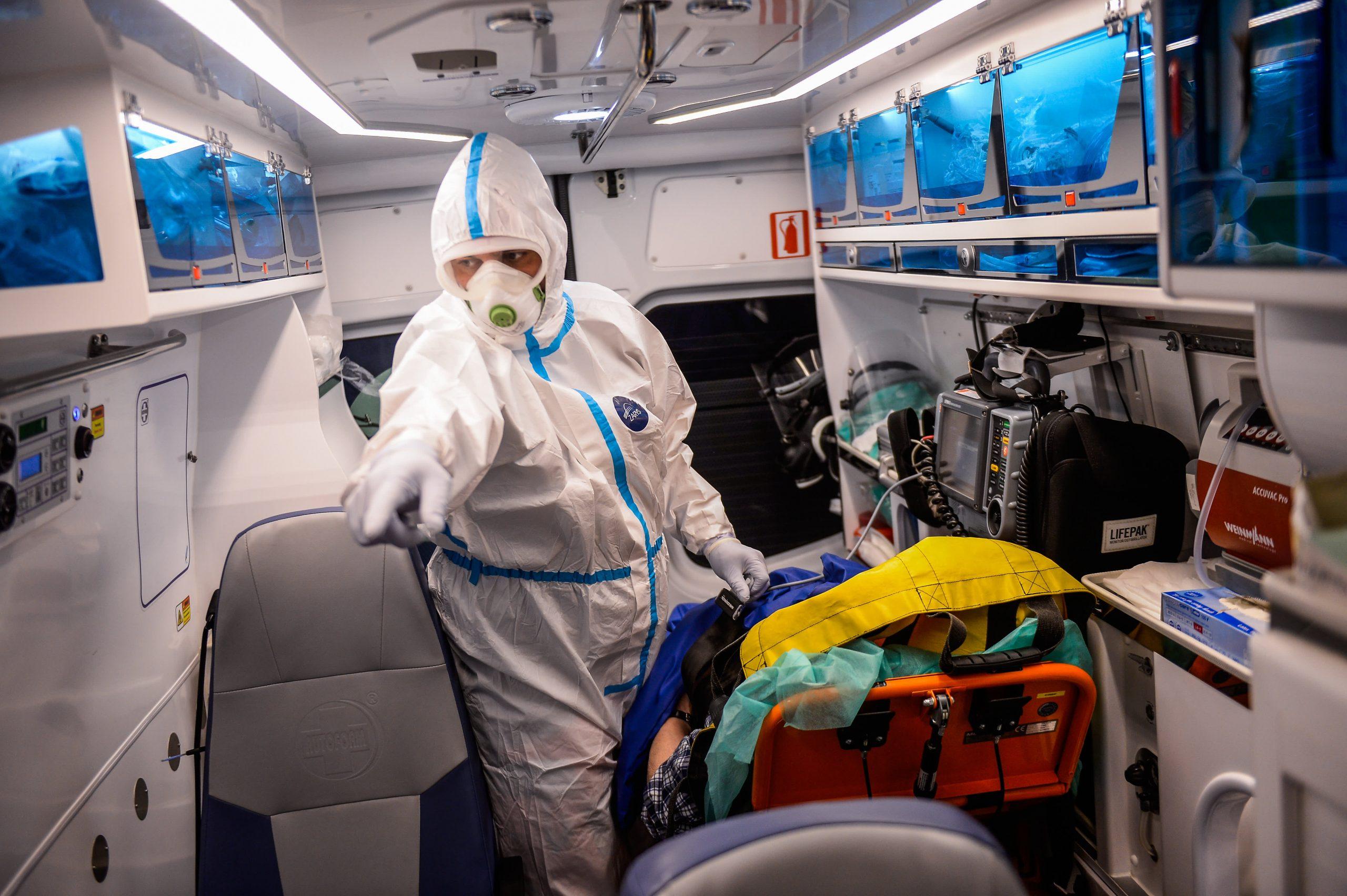 Světová zdravotnická organizace tvrdí, že pandemie Covid roste `` exponenciálně`` s více než 4,4 miliony nových případů týdně