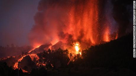 Erupce sopky v La Palma na španělských Kanárských ostrovech