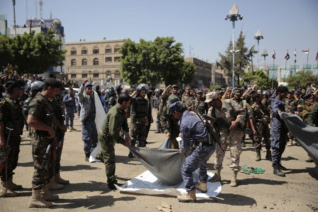 Houtští rebelové popravili v Jemenu devět lidí kvůli zabití vysokého úředníka