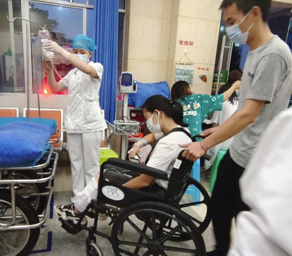 Zemětřesení v JV Číně zřítilo domy a zabilo nejméně 3 lidi