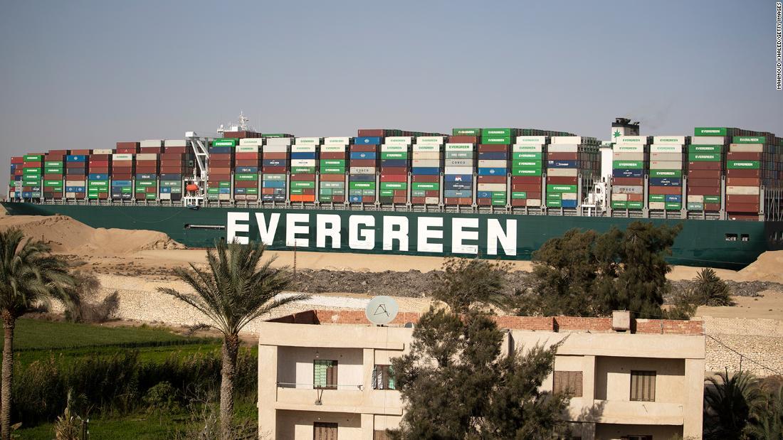 Egypt zabavil loď Evergiven v hodnotě více než 900 milionů dolarů za kompenzaci za Suezský průplav