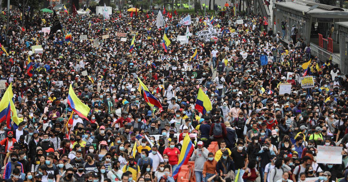 Tisíce Kolumbijců protestují proti daňovým návrhům