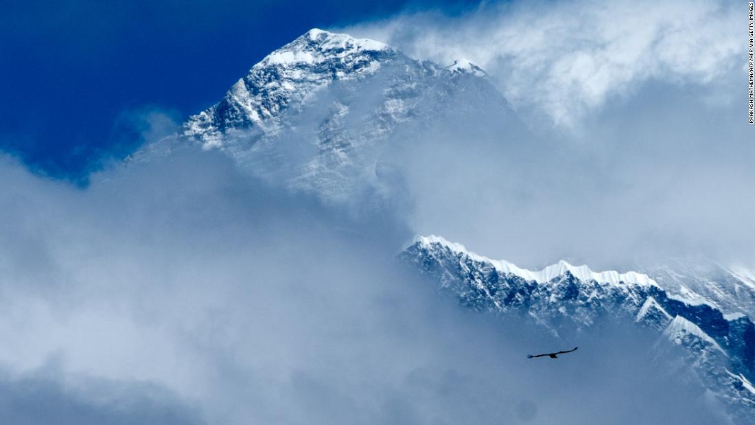 """Mount Everest: Čína vytváří na Everestu """"dělicí čáru"""" kvůli obavám z COVID-19"""