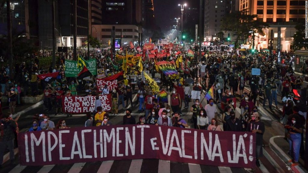 Brazilci vyšli do ulic a požadovali propuštění Bolsonara a lepší vakcínu