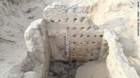 Na pláži v jižním Španělsku byl objeven starověký římský lázeňský komplex