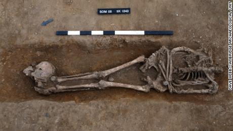 Počet rozdělených těl a odhalených pohřbů byl & quot;  Výjimečně vysoký & quot;  Ve srovnání s jinými římskými hřbitovy ve Velké Británii.