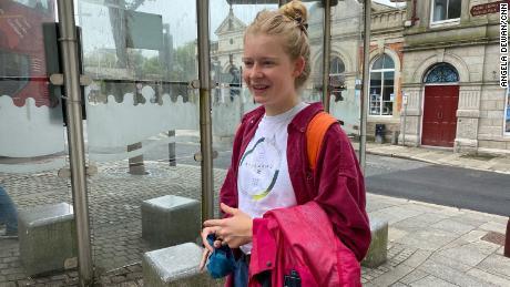 Martha Richardsová, obyvatelka Redroth, která právě dokončila střední školu, si nemyslí, že G7 pro její město udělá hodně.