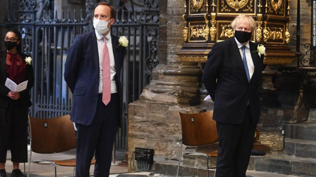 """Dominic Cummings říká, že Boris Johnson označil svého ministra zdravotnictví za """"beznadějného"""""""