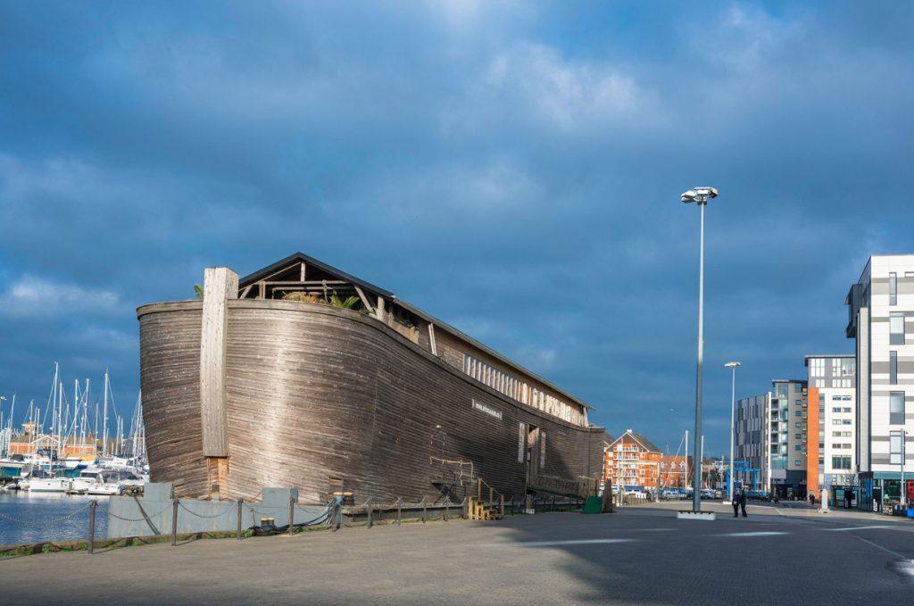 Replika Noemovy archy stojí před nákladným dilematem biblických rozměrů