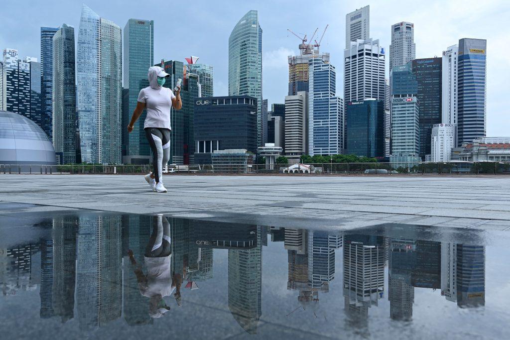 Singapur začíná snižovat omezení Covid, jak klesá denní nákaza