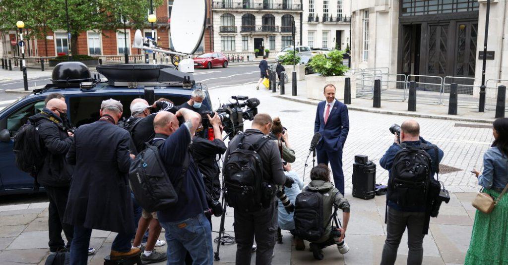 """V uniklých dopisech nazval Boris Johnson svého ministra zdravotnictví """"beznadějným"""""""