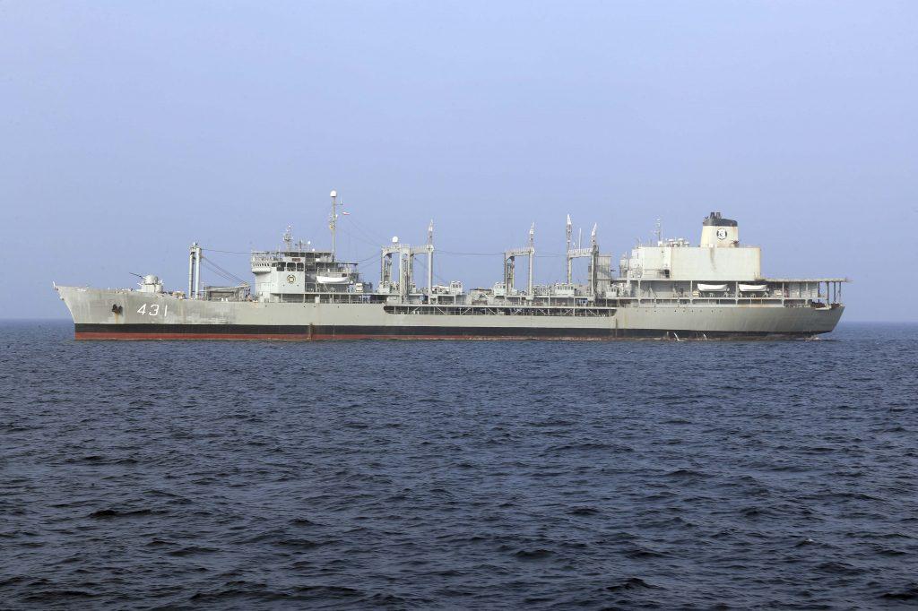 Zdá se, že íránské válečné lodě zahajují svůj první transatlantický přechod, protože USA varují před převody zbraní