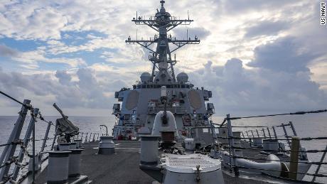 Stíhač řízených střel USS Benfold odstřelil v pondělí 12. července v Jihočínském moři.