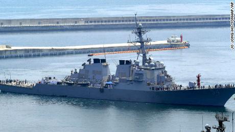 Americký torpédoborec podporuje Bidenova ostrá slova v Jihočínském moři