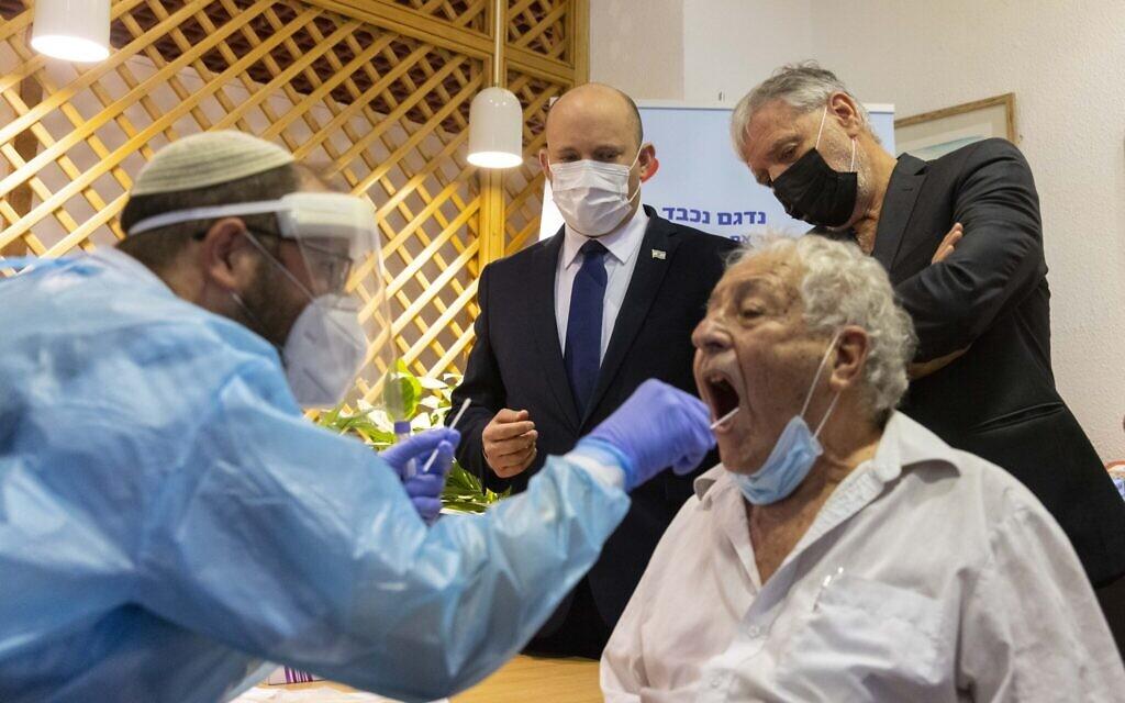 Po schválení odbornou komisí se předseda vlády rozhodl zastavit třetí dávku vakcíny pro starší Izraelce