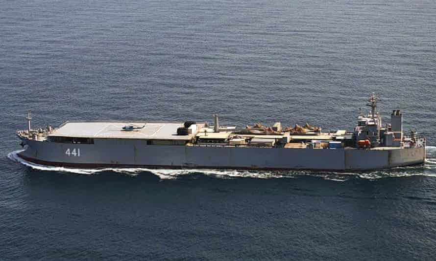 Sběr a podpora lodi Íránského námořnictva Makran doprovázející Sahanda
