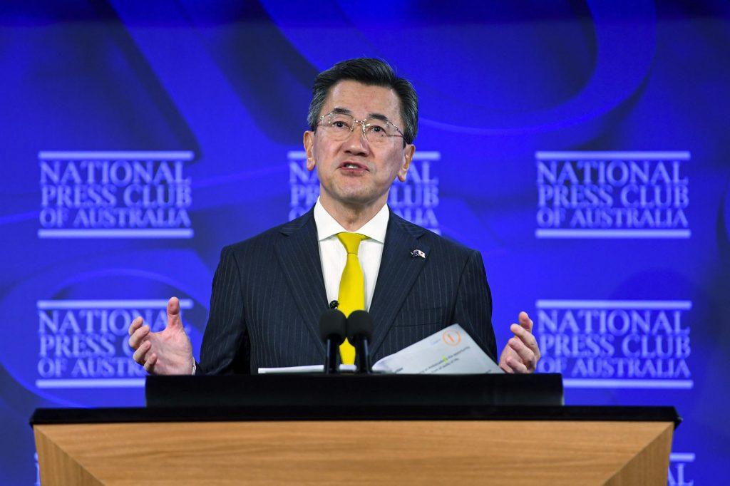 """Japonský vyslanec říká, že Tokio """"bojuje každý den"""" s Čínou"""