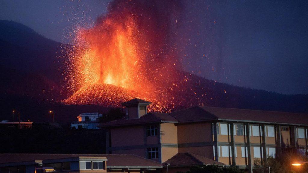 Erupce sopky La Palma dnes: evakuace, možná tsunami a živé aktualizace