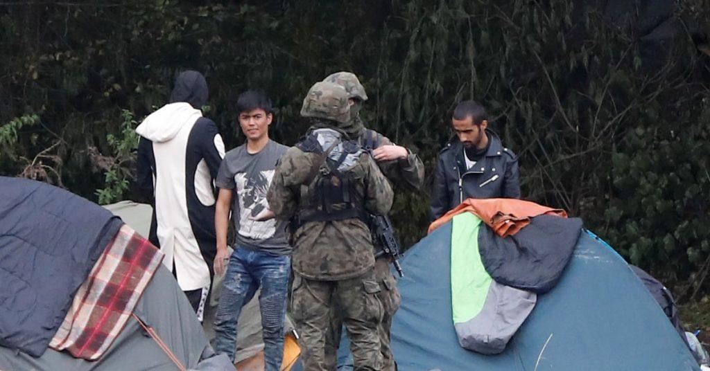 Polsko kvůli narůstajícímu počtu migrantů vyhlásilo na běloruské hranici výjimečný stav